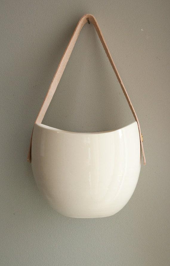 porcelana grande e couro pendurado recipiente