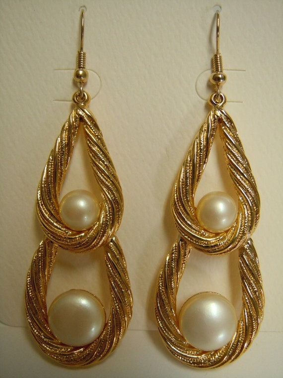 Large Rib Texture Dangle Pearl Double Teardrop Earrings