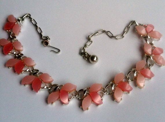Pink Theromoset Necklace 1950s Vintage Jewelry
