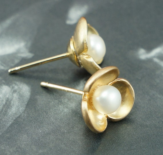 small pearl stud earrings gold flower earrings simple