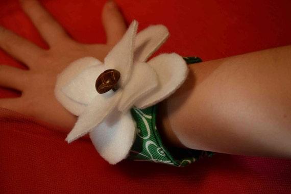 SALE Child little girls Fabric Cuff Bracelet St. Patrick Green Clover shamrock Felt Flower white emerald swirls brown vintage buttons Irish