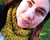 scalloped crochet cowl - citron green