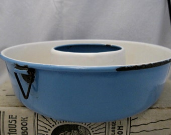 Vintage blue enamelware graniteware Bundt Cake jelly Pan Shabby French Country Cottage Chic Farmhouse