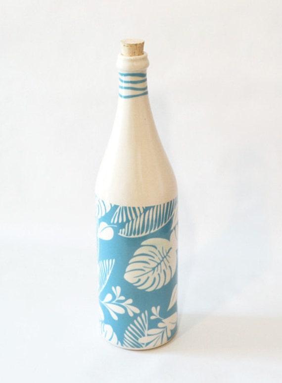 Ceramic bottle blue leaves pattern print