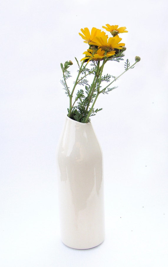 Ceramic diagonal vase white