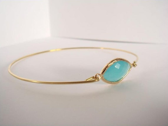 Mint opal and gold bangle - Mint faceted glass and gold bangle - Mint bracelet - Bridesmaids gift - Everyday jewelry - Minimalist jewelry