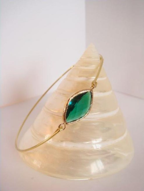 Emerald and gold bangle - Emerald faceted glass and gold bracelet - Bridesmaids gift - Everyday jewelry - Minimalist jewelry