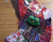 Bemused Frog Brooch - OOAK - red and green