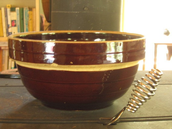9 Inch Brown Stoneware Mixing Bowl