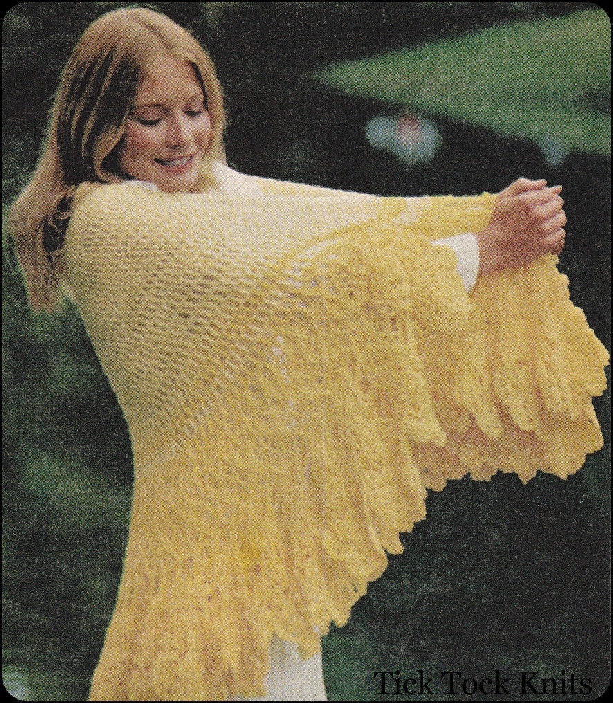 Scalloped Triangle Shawl Crochet Pattern : No.132 PDF Vintage Crochet Pattern Womens Scalloped Edged