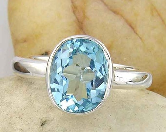 Blue Topaz Sterling Silver Ring. Light Blue, Oval Topaz Ring in 925 Sterling Silver.