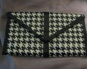 Hounds tooth check clutch wallet