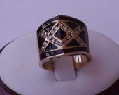 Incredible works of Art,  Deco Vintage 14k Yellow Gold  Ring:Diamonds & Enamel  ,1930's