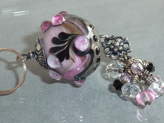 Divalicious. Pink and Black Lampwork Necklace. by Lori Davidson . Very Glassy Gifts