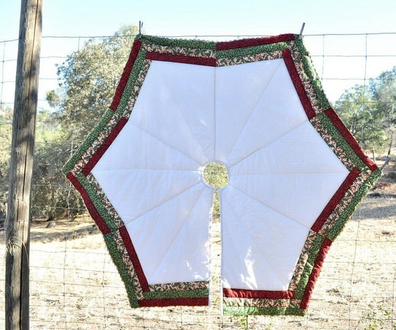 Christmas tree skirt elegant edging by knitonestitchtoo on