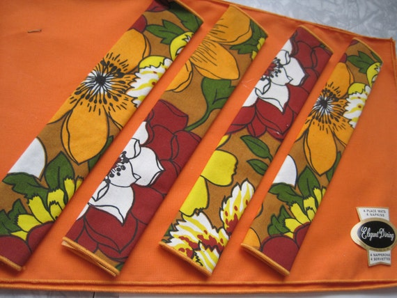 Vintage Table Linens, Mod Floral 1970s- 4 Napkins, 4 Placemats, Never Used, NOS