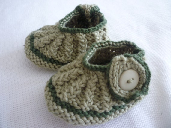 Hand knitted shoes, baby boy bootees, baby girl shoes, baby shower gift, newborn baby gift, Baptism gift