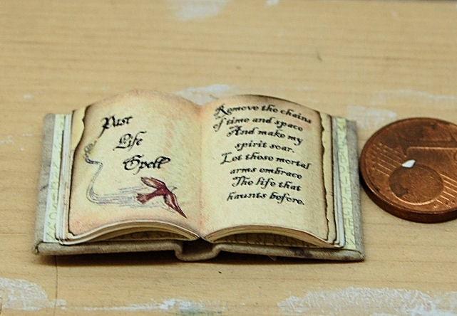 hexen zauberspruch buch offen 1:12