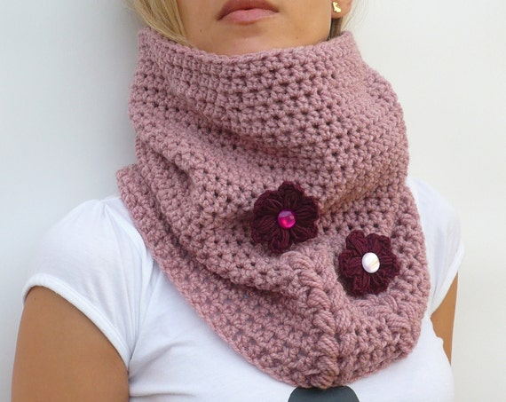 Crochet Cowl Scarf Neckwarmer in Pink with Crocheted Flowers