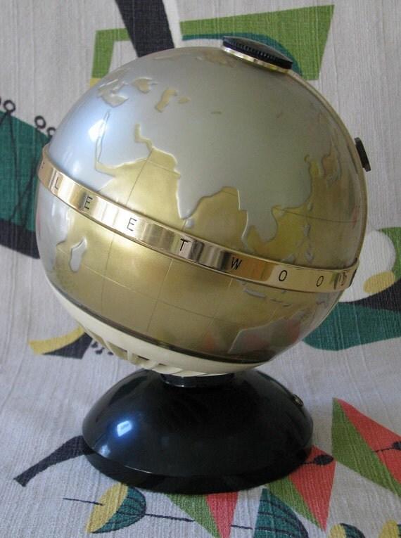 Vintage 1960s Globe AM Transistor Radio - Made in Japan - Fleetwood 6 NTR-6G