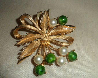Sarah Coventry 1960s Spring Bouquet Dimensional Goldtone Setting with Faux Jade and Pearls