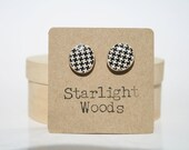 Stud wood Earrings black and white print design wood earrings minimalist jewelry nature lover nature gift eco-friendly unique gift for her