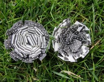 Paper Flower Magnet Set Black and White