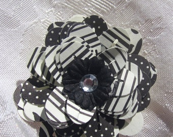 Paper Flower Magnet Black and White