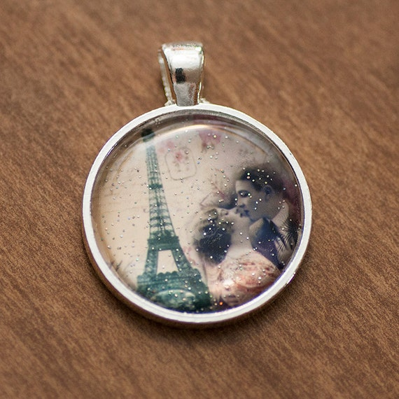 Paris Eiffel Tower Glitter Circle Vintage Like Photo Pendant