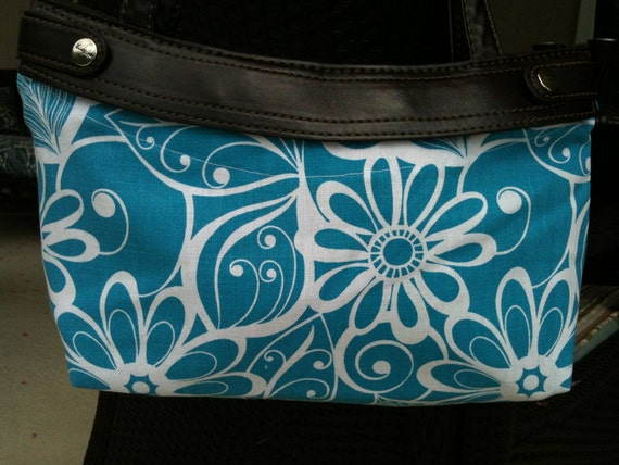 Thirty One Purse Cover - Bright BLue Ditsy Daisy