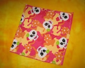 Eye Glass, Electronic Screen cleaner, Hankie, Washcloth, Pink/Skulls with bow 1 Large