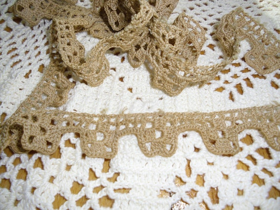 Vintage Trim Crocheted Circular Trim in Ecru