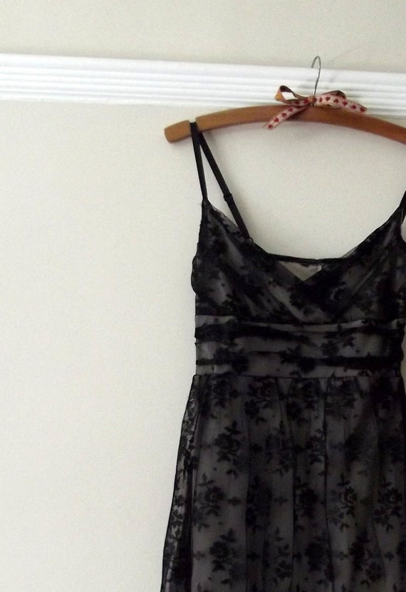 womans clothing / lace dress / black / floral / vintage clothing / vintage fashion / size small / lace bodice