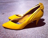 """Vintage """"Hello Sunshine"""" Yellow Heels with Bow Detail, Size 9.0"""