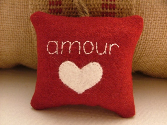 """Red Valentine's Day Decoration """"amour"""" with White Heart and Twine"""