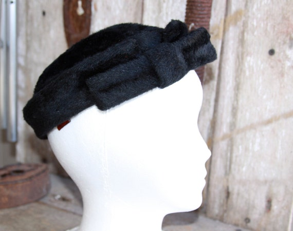CLEARENCE Vintage black fur hat made in austria