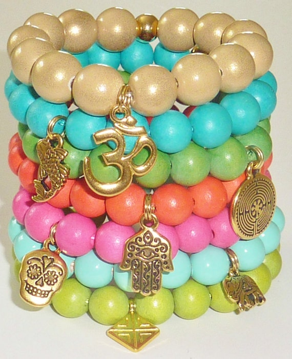 Wood Bead Bracelet in Kelly Green with Goldtone Labyrinth Charm