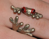 Tree frog finger hugging ring