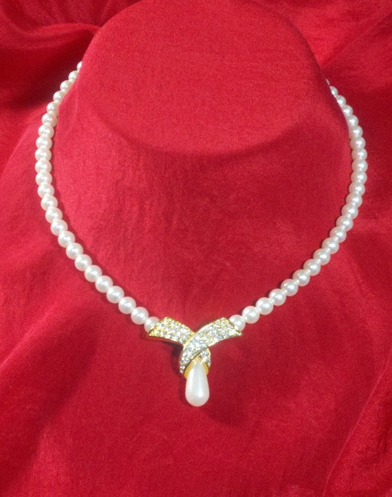 Faux hand tied single strand pearl necklace with rhinestone bow and pearl drop Jackie O style gold plate