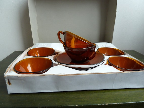 Vintage but new in original box set of 6 cups and sausers Vereco made in France