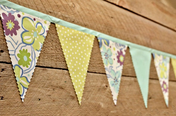 Sweet - Vintage Bunting Banner with 12 Flags