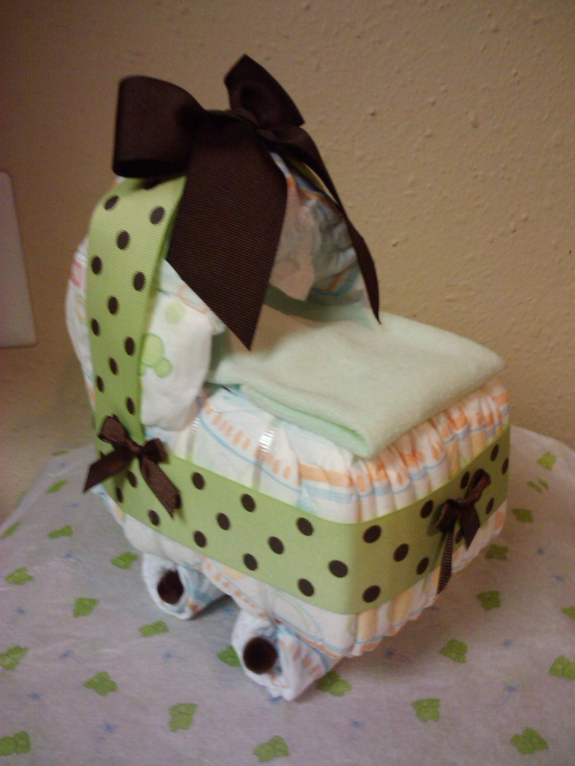 Green brown diaper bassinet baby shower present decor for Baby shower diaper decoration