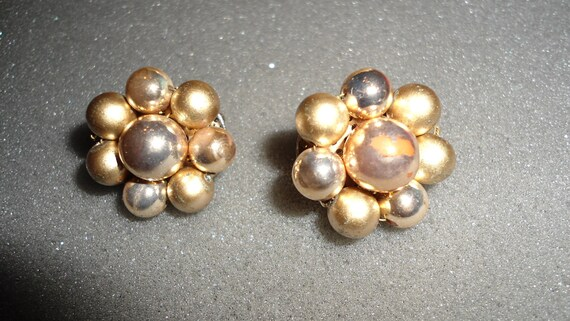Costume Jewelry Earrings gold tone beaded clip ons