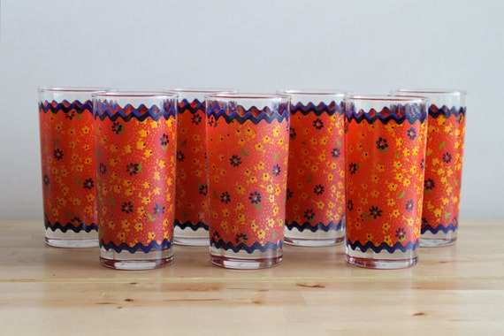 Anchor Hocking Red Drinking Glasses - Decorated Glass Tumblers with Primary Colors - Red, Yellow and Dark Blue Ric Rac Pattern (Set of 7)