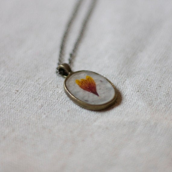 pressed flower necklace real resin gold red wildflower petal botanical pendent christmas holiday winter fashion handmade jewelry silver