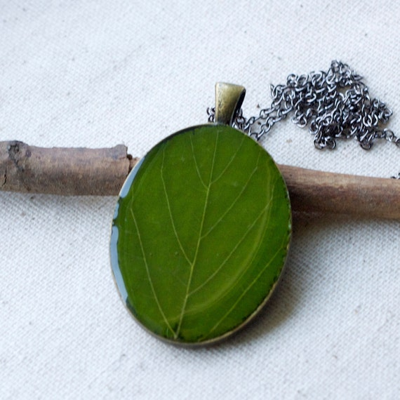 botanical jewelry real pressed green leaf necklace natural nature woodland garden. whimsical outdoors pendant.