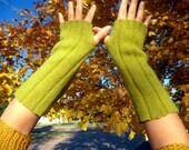 Moss-Green Shetland Wool Fingerless Gloves