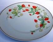 Avon Strawberry Porcelain Plate Vintage w/ 6 guest soaps