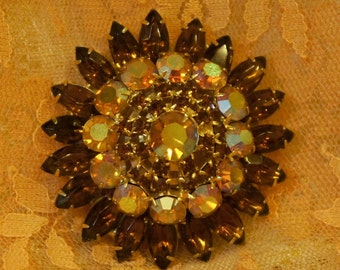 Autumn Colors Topaz Browns AB Great Vintage Cushion Brooch  Pin Unsigned Beauty!