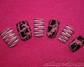 Shattered Stripes Artificial Nail Art